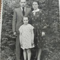 Лукія Василевська з батьками
