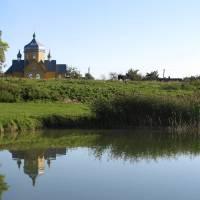 Озеро і Церква села Дольськ