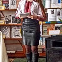 Аліна Коробка читає власні вірші