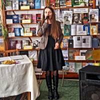Тетяна Миронюк виконує пісню