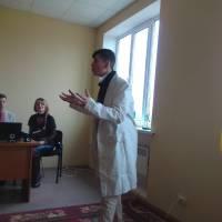 Тарас Батурка читає уривок з комедії