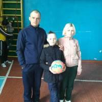 Сім'я Савюків із Ставок: мама Ганна, тато Олександр, син Олег.