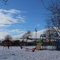 Дитячий майданчик поблизу Осинівської школи і садочка