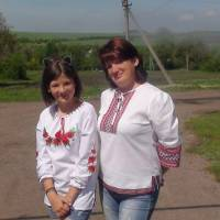 Ми з матусею у вишиванках
