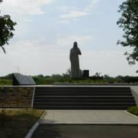 Братська могила радянських воїнів та пам'ятник воїнам односельцям