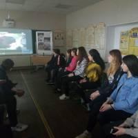 Учні 8, 10 класів за переглядом  фільму «Україна: забута історія - Крути – Молода Кров»