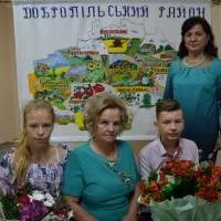 Антонь Паланія Павлівна з онуками с.Торецьке