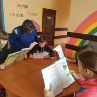 Учні знайомляться з літературою про соборність України