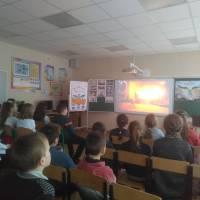 Учні 8-11 кл. за переглядом фільму «Сильніше, ніж зброя» (6-8кл.)