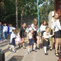 Одинадцятикласники запрошують у школу першачків