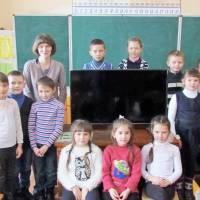 Учні Чуднівської школи №2 отримали від міської ради в подарунок новенький телевізор.