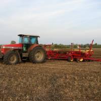Трактор у полі