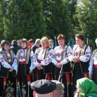 Співає сільський хор