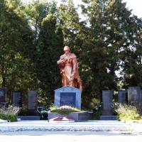 Пам'ятник загиблим воїнам односельцям у великій вітчизняній війні