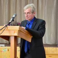 Начальник відділу земельних відносин, екології та охорони навколишнього середовища С.В. Дейнека представляє депутатам