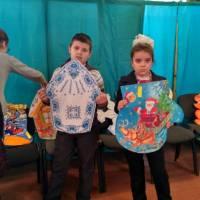 Діти зробили своїми руками ялинкові прикраси для головної ялинки району