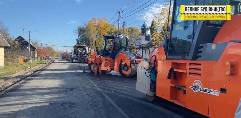 На території Буштинської громади триває ремонт дороги - фото