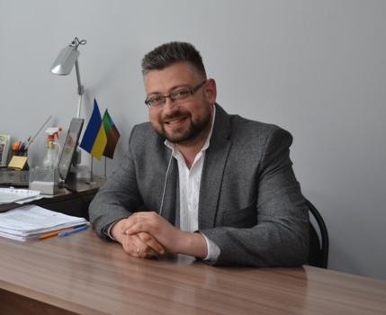 Міщій Сергій Володимирович - заступник селищного голови з питань освіти, медицини, економічного розвитку  та інвестицій