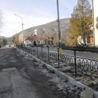 Огородження тротуару біля школи 3