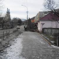 Огородження тротуару біля школи 4