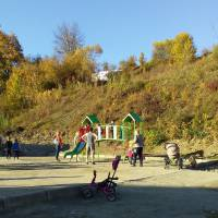 Дитячий майданчик у парку - 1