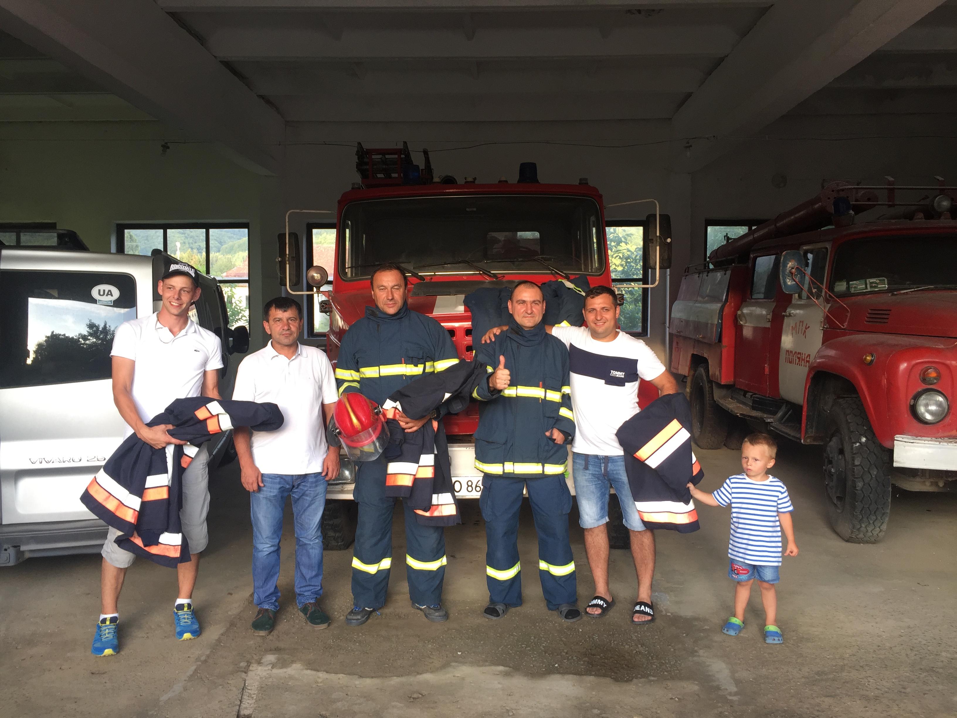 МПК с. Поляна отримала чотири пожежно - рятувальні костюми від рятувальників з Чехії