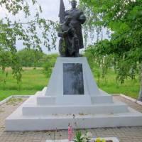 Пам'ятник воїнам-землякам, що загинули у ВВВ