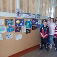 виставка дитячих малюнків до Дня працівників ракетно-космічної галузі України