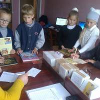 Сільська бібліотека, яка поєднала в собі дві існуючі сільські бібліотеки, що знаходилися в с.Кінські Роздори.