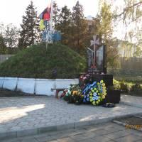 Могила Січовим Стрільцям та пам'ятник борцям за волю України