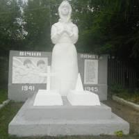 монумент скорботної матері - України над могилою своїх синів с. Лесівка