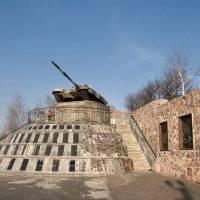 Танк Т-64 на постаменті.  Пам'ятник захисникам Вітчизни (2)