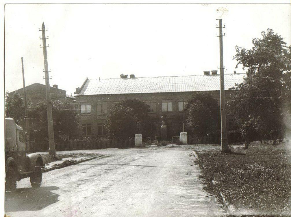 Школа с.Студеники(Жовтневе) 1964 рік