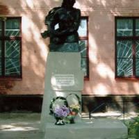 Пам'ятник Ніні Сосніній у смт.Пісківка