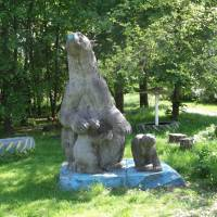 Скульптура білих медведів