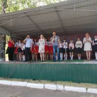 учасники  святкового  концерту,  присвяченого   Дню  Перемоги