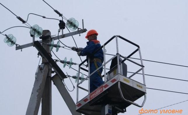 Планові експлуатаційні обслуговування електричних мереж та роботи по розчистці трас повітряних ліній електропередач у жовтні 2021 року