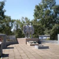 Меморіальний комплекс. Пам'ятник невідомому солдату.