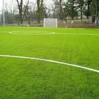 Спортивний майданчик зі штучним трав'яним покриттям