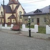 Частково відремонтована Ратуша у центрі Нижанкович