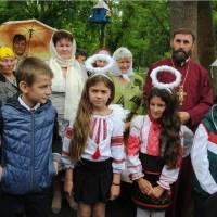 Це фотографії на згадку. У центрі сільський голова і голова Мостівської об'єднаної територіальної громади (ОТГ) Надія Володимирівна Бабанська.
