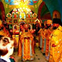 Святий Микола Чудотворець - найближчий до Бога святий, посередник між Богом і людьми. Цей День, як завжди, розпочався з церковної літургії і молебня.
