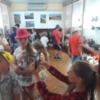 Учні Дмитрівського НВК знайомляться з експонатами Ольвійського музею