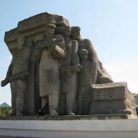 Монумент партизанам у селі