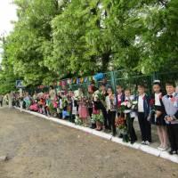 учні ЗОШ у день Перемоги
