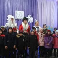 Новорічне свято для учнів початкової школи Великоплосківського ОЗО