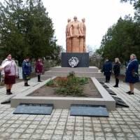 Покладання квітів до пам'ятника загиблим воїнам с.Слов'яносербка