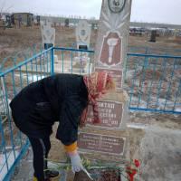Покладання квітів до пам'ятника Улітка С.О., загиблого на території Афганістану с.Новосавицьке