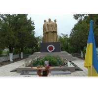Братська могила 59 радянських воїнів, загиблих при звільненні села в квітні 1944 р., та пам'ятник воїнам-односельцям, загиблим у роки Великої Вітчизня