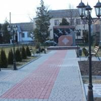 Алея біля пам'ятного знака Захисникам України в смт Іванівка